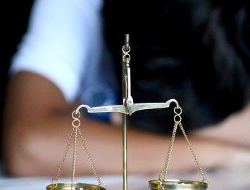 Comment devenir un avocat spécialisé dans les droits de l'homme