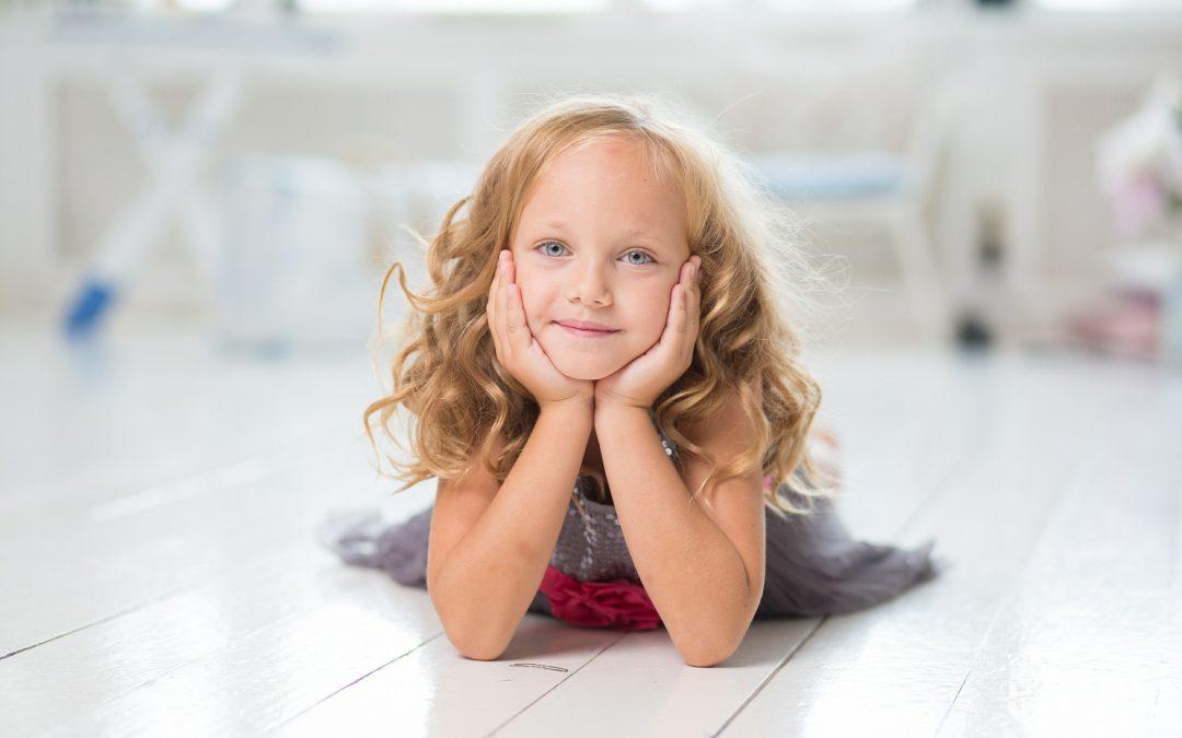 Comment aider les enfants timides à s'exprimer par eux-mêmes.